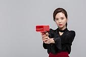 한국인, 동양인 (인종), 상업이벤트 (사건), 조준 (정지활동), 상반신, 무표정, 심각 (감정)