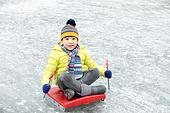겨울, 빙판 (묘사), 썰매타기 (겨울스포츠), 어린이 (인간의나이), 미소