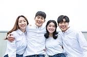 청년 (성인), 대학생, 청년문화, 협력 (컨셉), 희망, 미소, 밝은표정, 어깨동무, 자신감