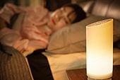 여성, 침실, 잠, 인공지능스피커 (스피커), 조명 (발광), 밤 (시간대)