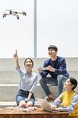 청년 (성인), 청년문화, 드론, 동아리, 리모콘 (전기용품), 미소, 손짓
