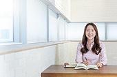 여성, 대학생, 도서관 (교육시설), 공부, 미소