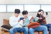 청년 (성인), 대학생, 게임, 스마트폰, 모바일게임, 경쟁 (컨셉)