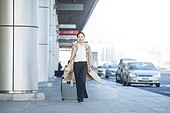 공항, 공항라운지 (공항), 출장, 떠남, 승객, 승객 (여행하기), 한국인, 한국인 (동아시아인), 바퀴달린여행가방 (짐), 여행가방 (짐), 공항터미널 (공항)