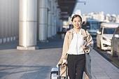 공항, 출장, 비즈니스, 비즈니스 (주제), 떠남, 승객, 비즈니스우먼 (사업가), 여행가방 (짐), 바퀴달린여행가방 (짐), 공항터미널, 공항터미널 (공항), 귀가, 귀가 (사건)