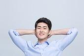 셔츠 (상의), 겨드랑이, 한국인, 한국인 (동아시아인), 탈취제 (세면도구), 탈취제, 팔들기, 팔들기 (제스처)