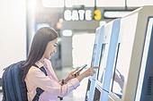 키오스크, 공항, 공항터미널 (공항), 공항체크인카운터 (공항), 출입국 (사회현상), 여행, 해외여행, 디지털, 디지털 (기술), 여성 (성별)