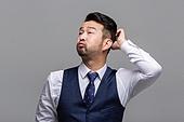 40-49세 (중년), 성인 (인간의나이), 얼굴표정 (커뮤니케이션컨셉), 감정, 머리긁기, 한숨
