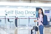 공항, 공항라운지 (공항), 공항체크인카운터 (공항), 여행, 해외여행, 비행기, 승객, 승객 (여행하기), 공항터미널 (공항), 공항 (콩코스), 출입국 (사회현상), 한국인, 여성 (성별), 셀프체크인 (공항)