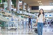 공항, 공항라운지 (공항), 공항체크인카운터 (공항), 여행, 해외여행, 휴가, 비행기, 승객, 승객 (여행하기), 공항터미널 (공항), 공항 (콩코스), 출입국 (사회현상), 한국인, 여성 (성별), 여행가방 (짐), 바퀴달린여행가방 (짐)