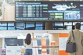 공항, 공항라운지 (공항), 공항체크인카운터 (공항), 여행, 해외여행, 비행기, 승객, 승객 (여행하기), 공항터미널 (공항), 공항 (콩코스), 출입국 (사회현상), 한국인, 여성 (성별), 출발도착게시판 (안내판)