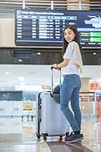 공항, 공항라운지 (공항), 공항체크인카운터 (공항), 여행, 해외여행, 비행기, 승객, 승객 (여행하기), 공항터미널 (공항), 공항 (콩코스), 출입국 (사회현상), 한국인, 여성 (성별), 여행가방 (짐), 바퀴달린여행가방 (짐), 출발도착게시판 (안내판)