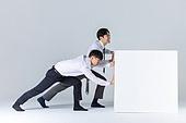 상자 (용기), 한국인 (동아시아인), 비즈니스맨 (사업가), 취업준비생 (역할), 고역 (컨셉), 신입사원, 역경, 노력, 도전, 도전 (컨셉), 역경 (컨셉), 협력, 협력 (컨셉), 팀워크 (협력)