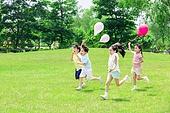 어린이 (인간의나이), 초등학생, 풍선, 달리기 (물리적활동), 미소