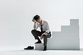 사진, 화이트칼라 (전문직), 비즈니스맨 (사업가), 취업준비생 (역할), 구직 (실업), 고용문제 (주제), 스트레스, 스트레스 (컨셉), 고통 (컨셉), 실업 (고용문제), 알콜중독, 실패 (컨셉)