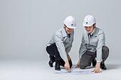 한국인, 건설현장 (인조공간), 건설업 (산업), 팀워크, 협력, 협력 (컨셉), 팀워크 (협력), 건축, 설계도, 설계도 (플랜)