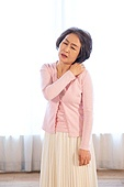 노인 (성인), 질병 (건강이상), 노인건강 (실버라이프), 노인여자 (성인여자), 어깨통증 (고통)