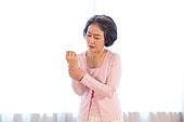노인 (성인), 질병 (건강이상), 노인건강 (실버라이프), 노인여자 (성인여자), 손목, 손목터널증후군 (메디컬컨디션)