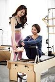 여성, 필라테스 (이완운동), 필라테스머신 (운동기구), 건강관리, 미소