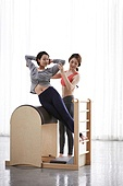 여성, 필라테스 (이완운동), 필라테스머신 (운동기구), 건강관리, 레더바렐 (필라테스머신)