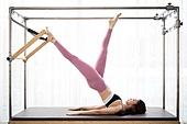 여성, 필라테스 (이완운동), 필라테스머신 (운동기구), 건강관리 (주제), 운동기구