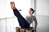 여성, 필라테스 (이완운동), 필라테스머신 (운동기구), 스포츠트레이닝 (연습), 운동기구, 콤비체어
