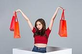 한국인, 여성, 쇼핑 (상업활동), 세일 (사건), 상업이벤트, 선물 (인조물건), 쇼핑백