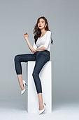 한국인, 여성, 패션, 미녀 (아름다운사람), 포즈 (몸의 자세), 청바지