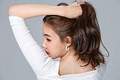 한국인, 여성, 패션, 미녀 (아름다운사람), 긴머리, 뒷모습, 머리만지기