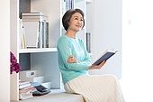 노인 (성인), 실버라이프, 한국인, 책, 읽기 (응시)