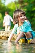 한국인, 어린이 (인간의나이), 소녀, 물장난 (장난치기), 계곡, 여름방학, 방학, 여름, 여행, 물장난, 행복, 즐거움 (컨셉), 웃음 (얼굴표정), 장난치기 (감정)