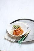 비빔국수 (국수),면,매콤한음식,그릇,젓가락