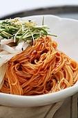 비빔국수 (국수),면,매콤한음식,음식,그릇,접시