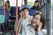 버스, 교통, 버스 (육상교통수단), 예절 (컨셉), 스마트폰, 중년여자 (성인여자), 통화중 (움직이는활동), 소음공해