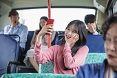 버스, 교통, 버스 (육상교통수단), 예절 (컨셉), 스마트폰, 셀프카메라 (포즈취하기), 미소