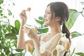 한국인, 성인여자 (여성), 뷰티, 의료성형뷰티 (주제), 벌꿀 (달콤한음식)