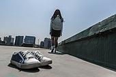 고등학생, 걱정 (어두운표정), 스트레스, 절망 (슬픔), 신발, 벗기, 걷기 (물리적활동)