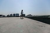 고등학생, 걱정 (어두운표정), 스트레스, 절망 (슬픔), 십대소녀 (여성), 걷기 (물리적활동)