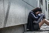 고등학생, 걱정 (어두운표정), 스트레스, 절망 (슬픔), 스트레스 (컨셉), 사회이슈 (주제), 슬픔, 십대소녀 (여성), 앉기 (몸의 자세)