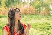 여성, 여름, 휴식, 민들레홀씨, 불기