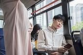 임신 (물체묘사), 버스, 교통, 승객, 양보, 교통약자석 (교통수단좌석), 회피 (움직이는활동), 곁눈질 (멀리보기)