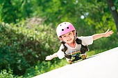 한국인, 어린이 (인간의나이), 초등학생, 유치원생, 스케이트보드, 스케이트보딩, 여름방학, 방학, 플레이 (움직이는활동), 소녀 (여성)