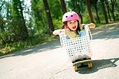 한국인, 어린이 (인간의나이), 유치원생, 스케이트보드, 스케이트보딩, 타기, 여름방학, 방학, 두려움 (컨셉), 놀람 (컨셉)