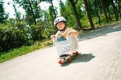 한국인, 어린이 (인간의나이), 초등학생, 유치원생, 스케이트보드, 스케이트보딩, 여름방학, 방학, 장난치기, 플레이 (움직이는활동), 순수