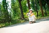 한국인, 어린이 (인간의나이), 초등학생, 유치원생, 스케이트보드, 스케이트보딩, 여름방학, 방학, 장난치기, 플레이 (움직이는활동), 순수, 즐거움 (컨셉), 행복