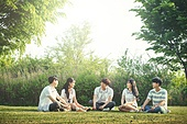 십대 (인간의나이), 교복, 미소, 밝은표정, 고등학생, 학교생활, 휴식, 숲, 자연 (주제), 대화