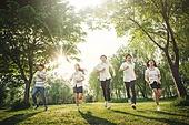 십대 (인간의나이), 교복, 미소, 밝은표정, 고등학생, 학교생활, 휴식, 숲, 자연 (주제)