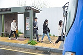 버스, 대중교통 (운수), 버스정류장 (인공구조물), 기다림 (정지활동), 순서 (컨셉), 탑승