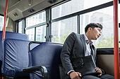 버스, 실내, 교통수단좌석 (교통수단일부), 앉기 (몸의 자세), 남성, 출퇴근, 피로 (물체묘사), 기진맥진 (컨셉), 루틴 (컨셉)