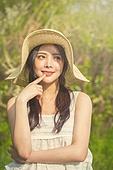 공원, 휴식, 소풍 (아웃도어), 라이프스타일, 싱글라이프 (주제), 성인여자 (여성), 미소